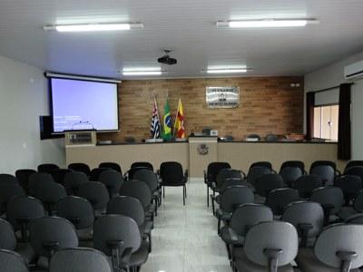 O plenário da Câmara Municipal de Indiaporã já passou por diversas modificadas. Em 2014 foi feita uma reforma.